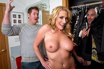 Смотреть порно горячей блондинки с любовником