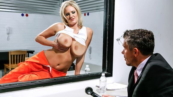 Горячий секс адвоката с привлекательной блондинкой с огромными сисяндрами
