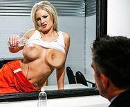 Горячий секс адвоката с привлекательной блондинкой с огромными сисяндрами - 1