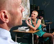 Порно учителя с молодой пышногрудой школьницей в чулках - 1