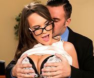 Смотреть порно красивой секретарши с большими сиськами с боссом - 1