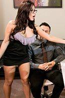 Секс втроем с горячими брюнетками в эротических чулках #2