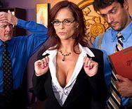Смотреть анал босса с развратной сексуальной зрелой секретаршей в чулках - 1