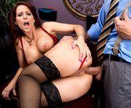 Смотреть анал босса с развратной сексуальной зрелой секретаршей в чулках - 4