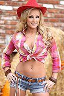 Красивый секс со жгучей блондинкой на сеновале #1