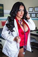 Смотреть секс пышной красивой докторши с молодым пациентом #1