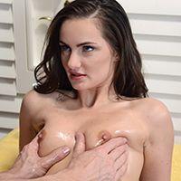 Смотреть порно с худенькой брюнеткой после массажа