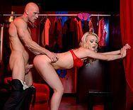 Красивый секс лысого с длинноволосой молодой блондинкой - 4