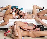 Безумный групповой секс с сексуальными цыпочками в общаге - 4