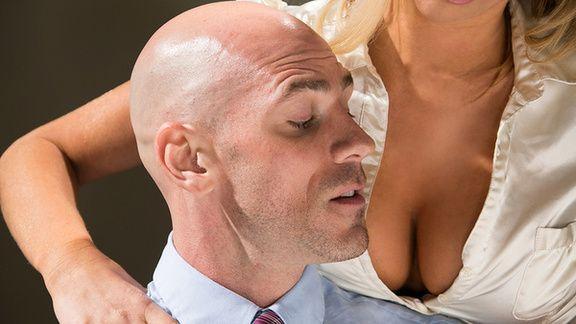 Смотреть секс лысого со зрелой блондинкой с большими сиськами
