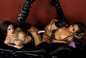 Страстные ласки лесбиянок в кожаных сапожках