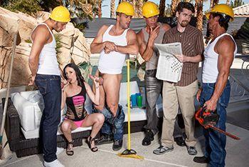 Смотреть групповой секс начальницы с тремя мужиками