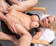 Порно сексуальной блондинки с милым доктором - 5