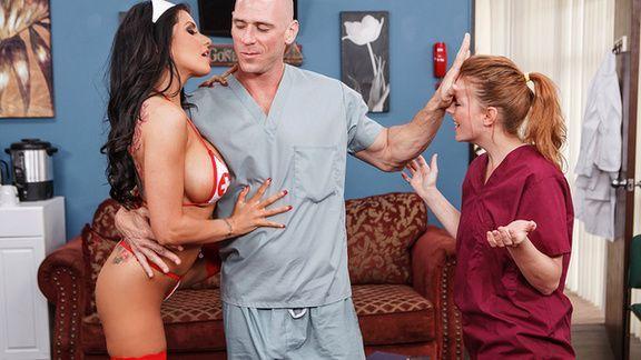 Смотреть порно лысого пациента с аппетитной сексуальной докторшей