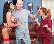 Смотреть порно лысого пациента с аппетитной сексуальной докторшей - 1