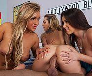 Смотреть групповой анальный секс с тремя сексуальными потаскушками - 3