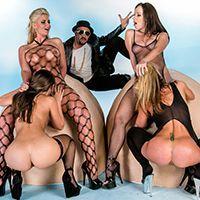 Смотреть групповой анальный секс с тремя красотками