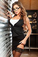 Горячее порно вора со страстной сучкой в униформе на столе #1