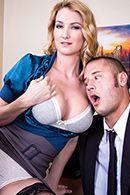 Страстный секс с блондинкой в чулках на столе #2
