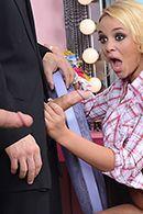 Смотреть двойное проникновение с привлекательной блондинкой #2
