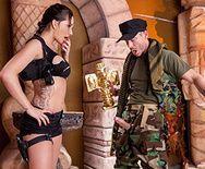 Горячий секс со стройной брюнеткой в униформе на работе - 1