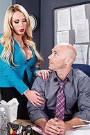 Порно с привлекательной блондинкой на работе #2