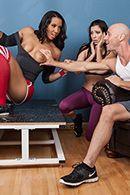 Горячее порно лысого с темнокожей танцовщицей #2