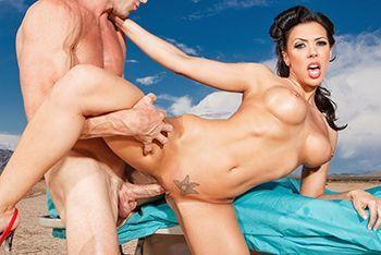 Порно пошлого пациента со стройной врачихой в пустыне