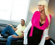 Домашний анал с пышной опытной блондинкой - 1