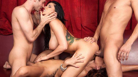 Смотреть групповой секс со стройными красотками