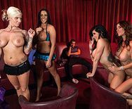 Смотреть групповой секс со стройными красотками - 1
