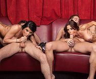 Смотреть групповой секс со стройными красотками - 2