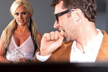 Страстный секс с привлекательной блондинкой в палате