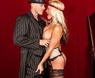 Жаркое порно со зрелой опытной блондинкой - 1