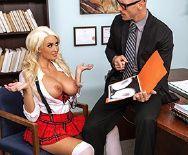 Порно директора с сисястой молоденькой школьницей - 1