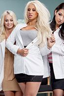 Секс пышногрудой медсестры в эротическом белье с пациентом #2