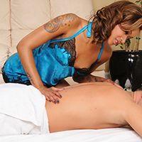 Красивый секс с темнокожей шатенкой после массажа