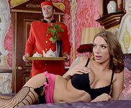 Страстный секс швейцара с восхитительной соской - 1