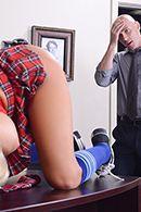 Смотреть жаркое порно с молоденькой блондинкой в униформе школьницы #3