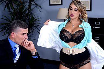 Смотреть анал со зрелой пышной секретаршей
