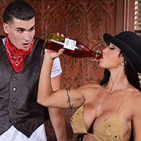 Порно ковбоя с пышногрудой проституткой в баре