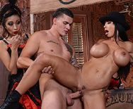 Порно ковбоя с пышногрудой проституткой в баре - 4