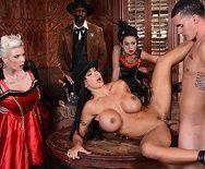 Порно ковбоя с пышногрудой проституткой в баре - 5