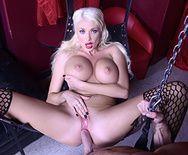 Смотреть порно со зрелой пышногрудой проституткой в чулках - 3
