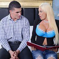 Смотреть красивый секс с очаровательной блондинкой