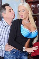 Смотреть красивый секс с очаровательной блондинкой #1