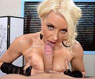 Смотреть секс милой блондинки с нежным массажистом - 2
