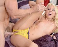Смотреть порно красивой блондинки с грабителем - 3