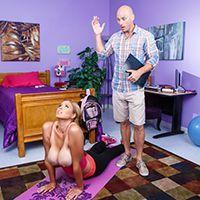 Смотреть секс привлекательной блондинки с большими сиськами в общаге