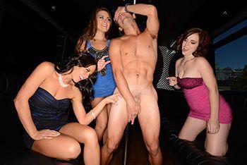 Смотреть секс парня с тремя сексуальными шлюшками в автобусе